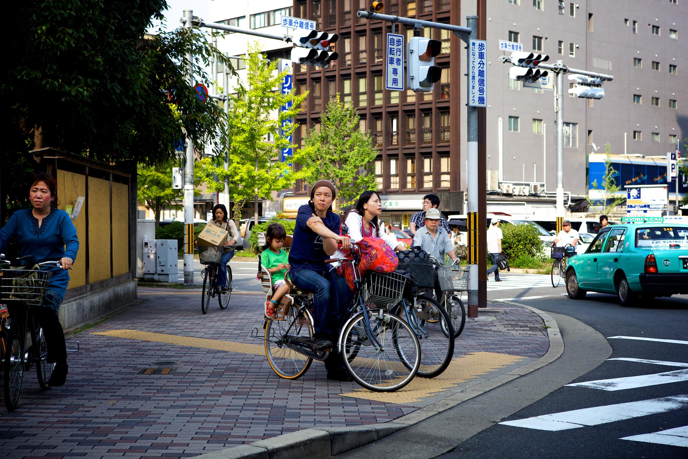 urban life kyoto. Black Bedroom Furniture Sets. Home Design Ideas